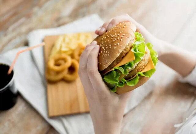 سرعت غذا خوردن؛ یک عامل مهم افزایش وزن