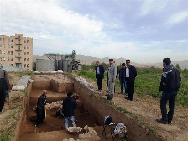 بازدید فرماندار سقز از محل کاوش و لایه نگاری محوطه باستانی کوشکله