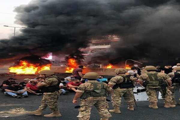 معترضان جاده ضهر البیدر در شرق لبنان را بستند، تحصن در شهر صور