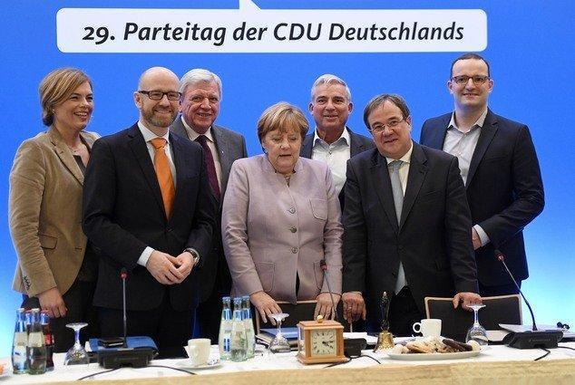 مرکل برای یک دوره دو ساله دیگر رهبر محافظه کاران آلمان می گردد