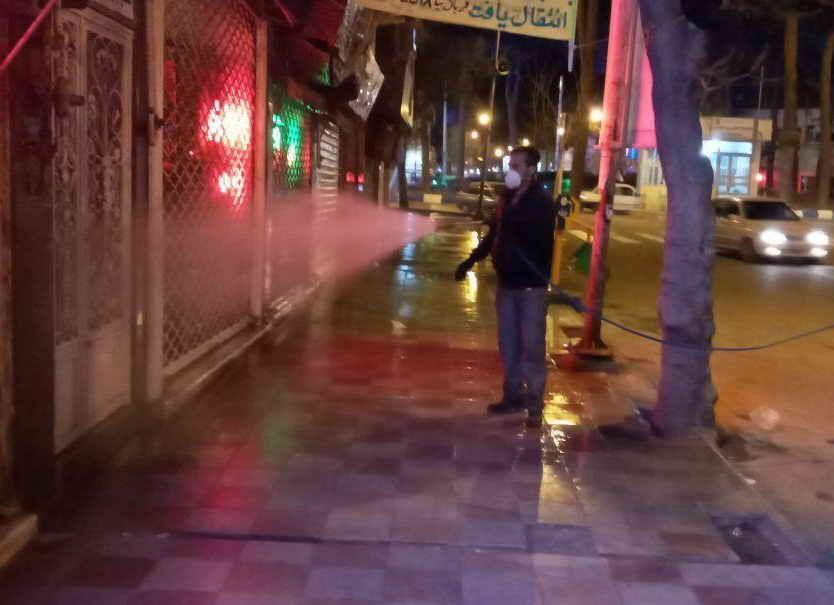 خبرنگاران معابر شهر تربت حیدریه در برابر ویروس کرونا ضدعفونی شد