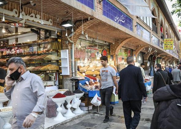 سراها و پاساژهای مسقف بازار تهران و مگامال ها اجازه فعالیت ندارند