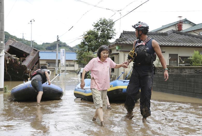 سیل ژاپن؛ تعطیلی کارخانه ها و 56 قربانی (