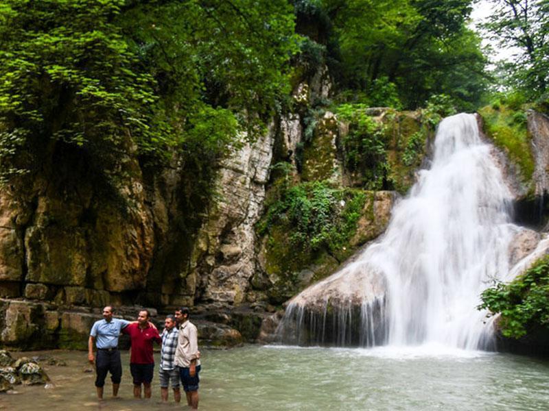 معرفی آبشار لوه گلستان، جاذبه ای در دل جنگل