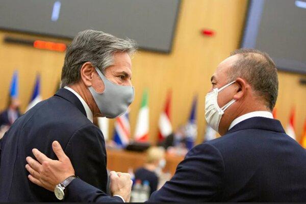 گفتگوی وزرای خارجه ترکیه و آمریکا پیرامون کنفرانس صلح افغانستان